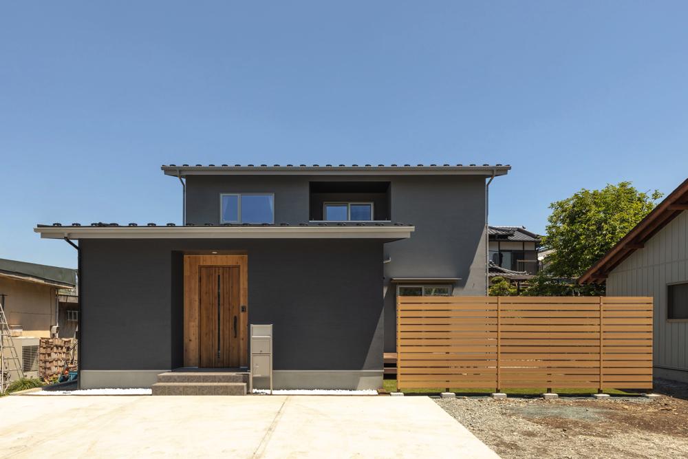 L型で庭と繋がる家