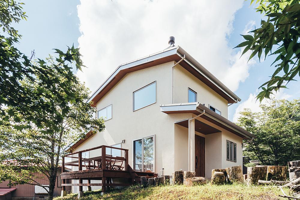 富士山と山中湖を眺める家